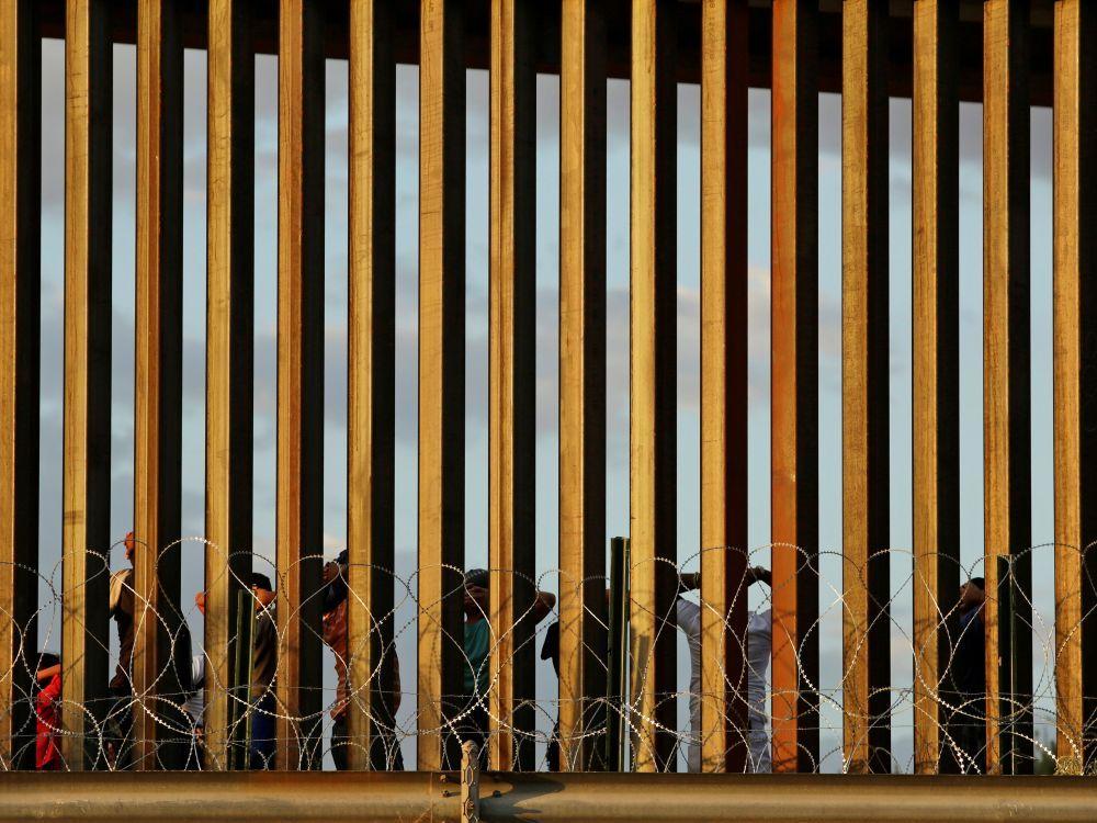 Trump interdit de visas et de cartes vertes les migrants pauvres