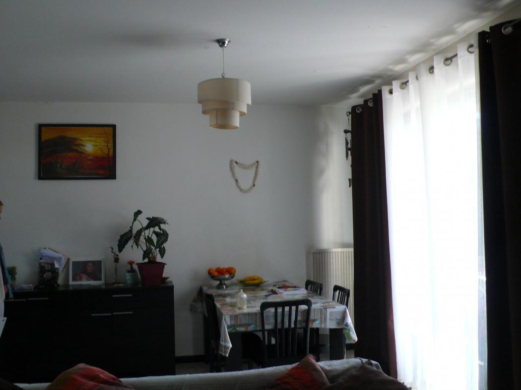 Fiche Id-IMS77827 : Nimes, secteur Le celtique, T3 /4 d'environ 66 m2 comprenant 4 piece(s) dont 2 chambre(s) + Balcon -  - Equipements annexes : balcon -  loggia -  cave  - chauffage : Gaz Collectif - Plus d'informations disponibles sur demande... - Mentions légales :  Proposé à la vente à 57000 Euros (honoraires à la charge du vendeur) - Bien en copropriété comprenant 261 lots  et 92 copropriétaires  - Charges annuelles : 2275 Euros/an (soit 190 Euros/mois)  - Affaire suivie par Mme Marine HUGON BRAYER  (Conseiller immobilier) - Reseau Immo-Diffusion Nimes - Pour plus d'informations, contactez notre secrétariat au +33 (0)9 74 53 13 81 (Appel gratuit ou prix d'une communication locale)