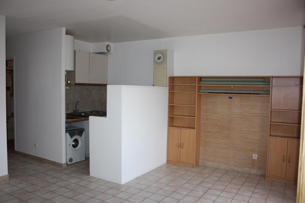 Essonne lardy archive studio avec bureau petite chambre for Atypique immobilier lardy