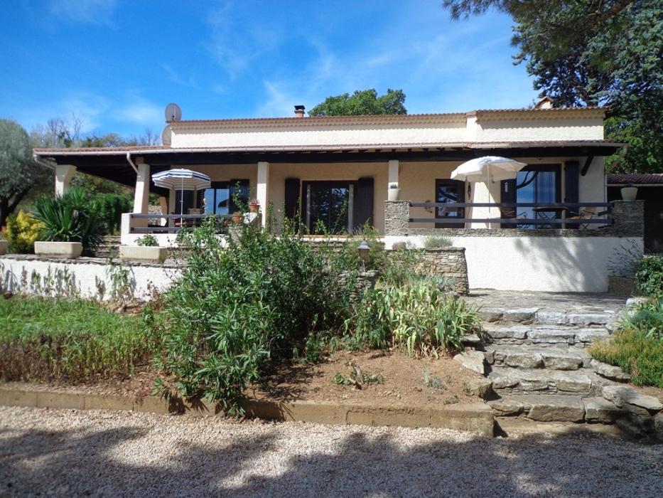 Gard goudargues archive maison avec vue piscine for Piscine jardin impot
