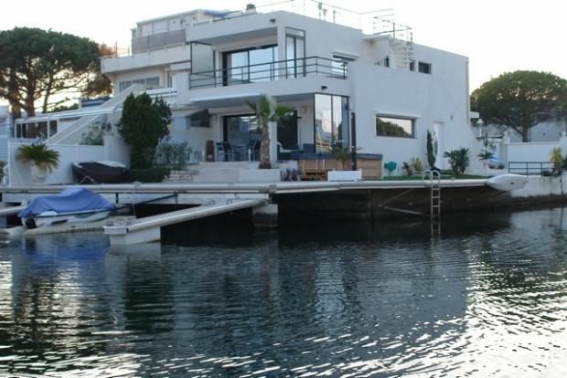 vente villa marina hors norme port camargue port camargue. Black Bedroom Furniture Sets. Home Design Ideas