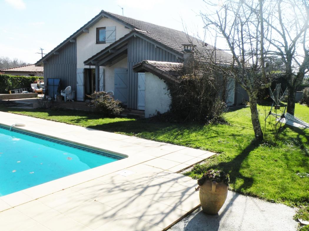 Gironde saint caprais de bordeaux archive maison avec for Appartement bordeaux avec piscine
