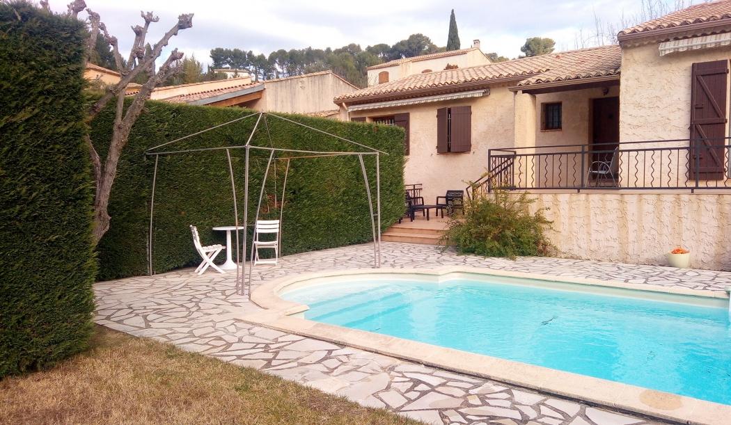 Terrasse piscine hors terre aixen provence maison design for Piscine design marseille