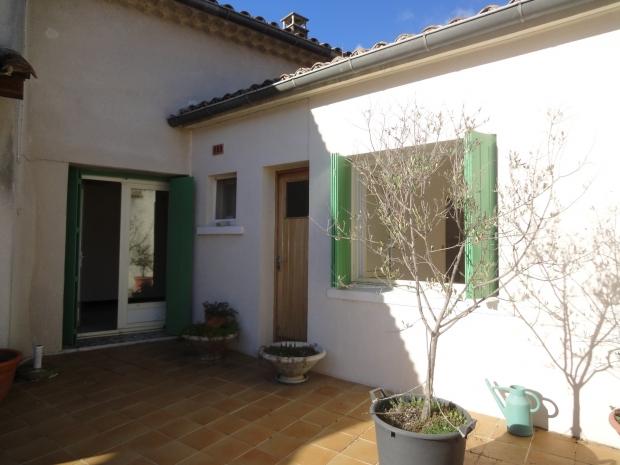 Gard uzes archive maison village avec commerces n 66888 for Garage uzes gard