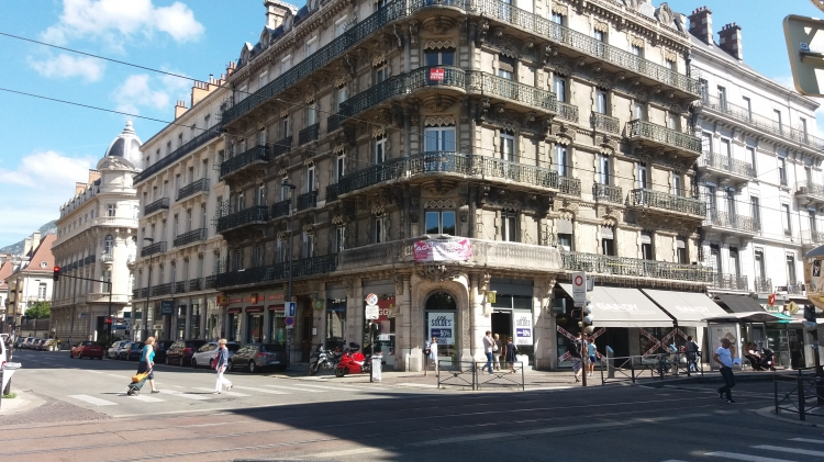 Vente appartement grenoble n yl57073 immobilier grenoble 38 for Salon immobilier grenoble