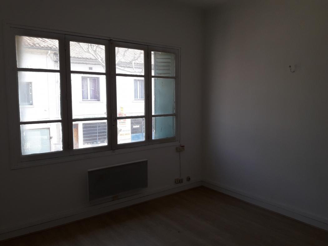3 pi ces louer pierrelatte n dh13449g 26. Black Bedroom Furniture Sets. Home Design Ideas