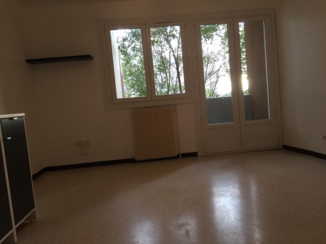 studio avec parking libre au 01 janvier 2 louer montpellier n di12820g herault. Black Bedroom Furniture Sets. Home Design Ideas