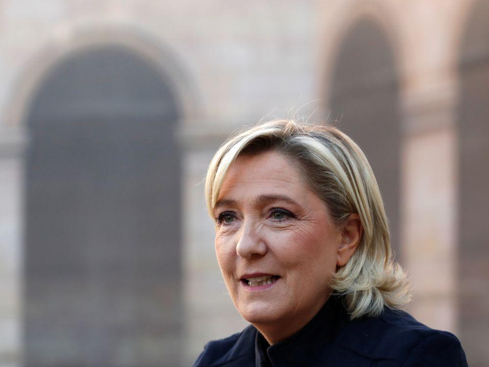 """Marine Le Pen """"sereine"""" face aux """"persécutions"""""""