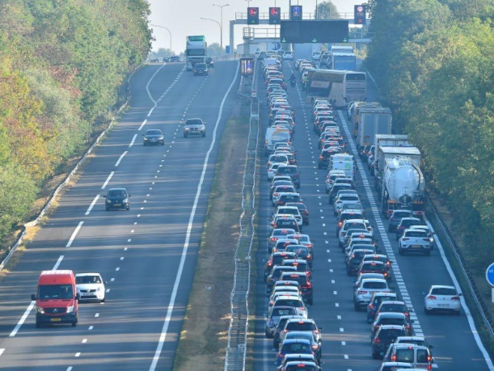 Le carburant cher en France dope les stations-service du Luxembourg