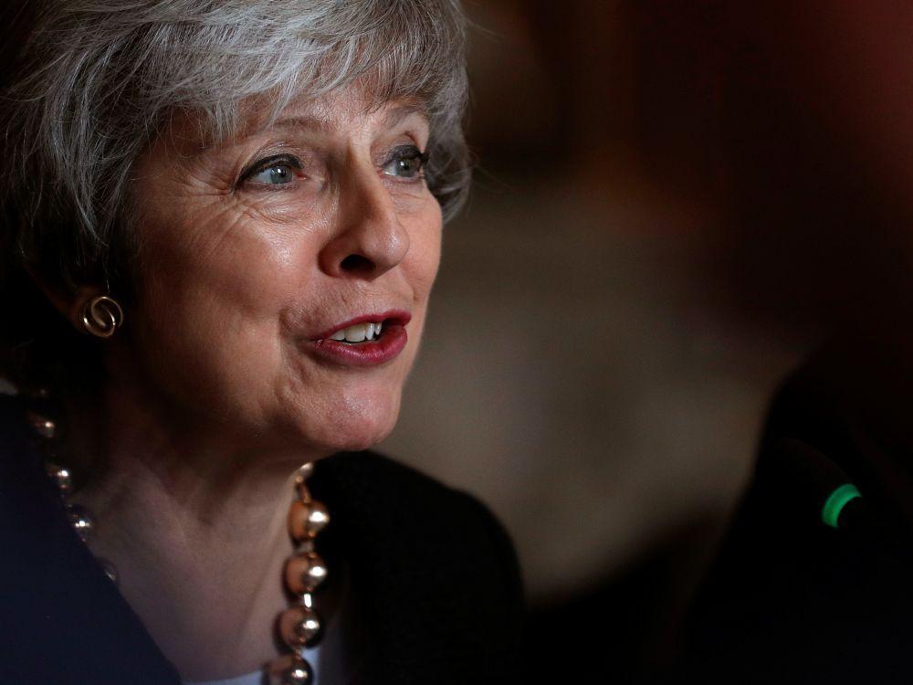 """Grande-Bretagne: May appelle à soutenir l'accord de Brexit et prendre un """"nouveau virage"""""""