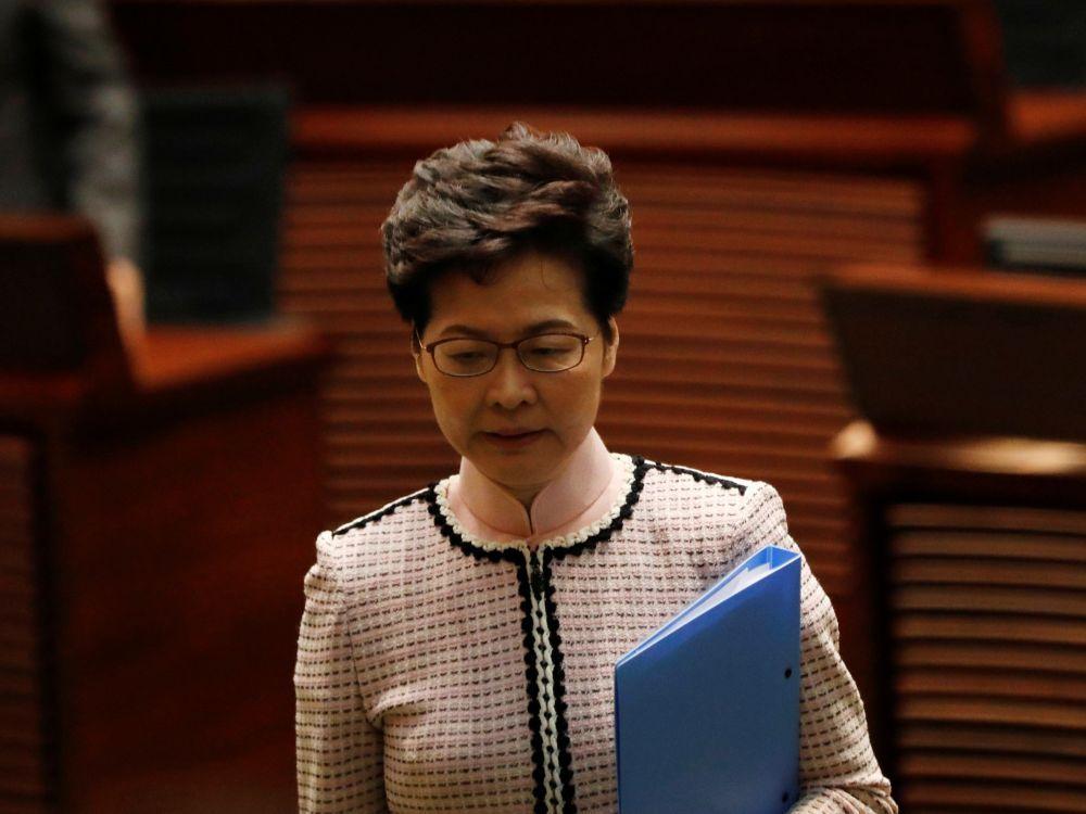 Hong Kong: Lam contrainte de stopper son discours de politique générale