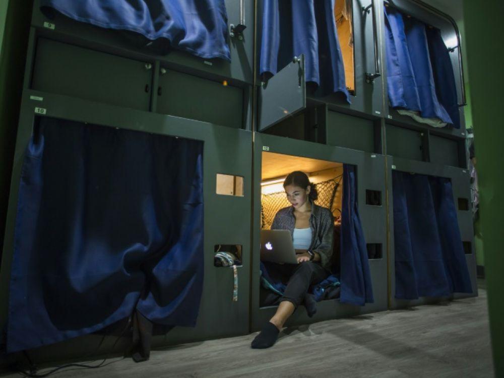 """Dormir dans des """"capsules"""", une réponse à la crise du logement à Los Angeles"""